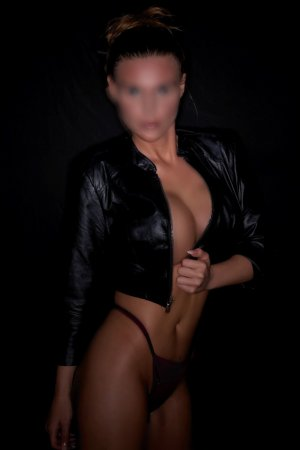 Amantine escort girl in Hendersonville & massage parlor