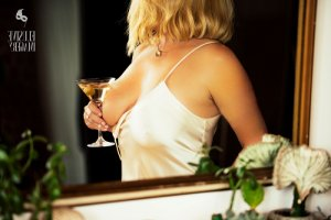 Lyssia escort girl and happy ending massage